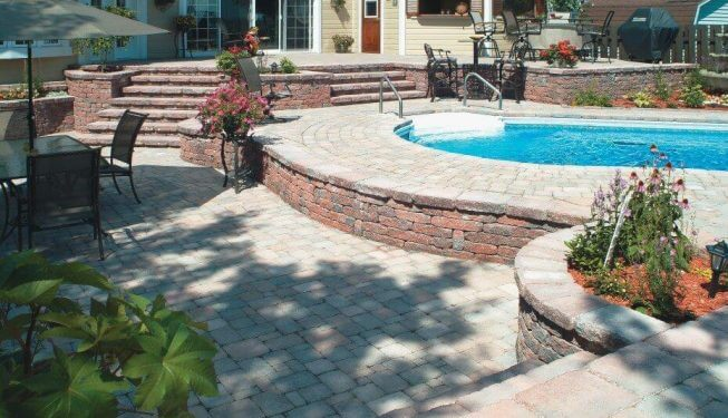 Retaining walls around a pool