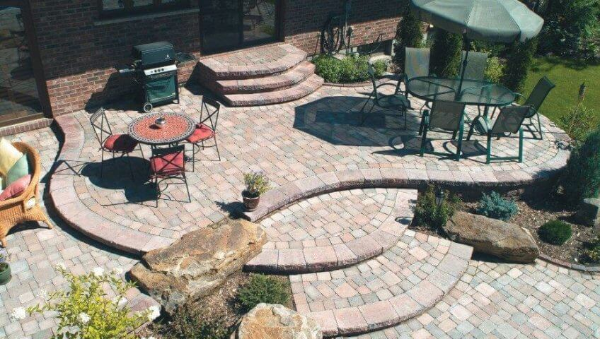 Patio with curved steps